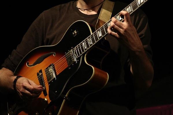 Guitar 775271 640